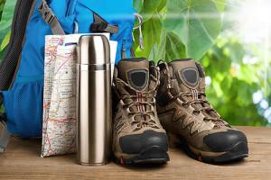 Basket, gourdes et carte de randonnée