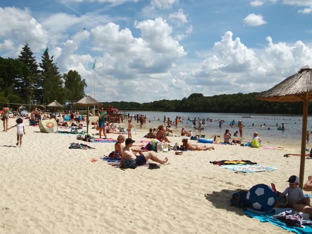 La plage de la base de loisirs des Étangs de Hollande