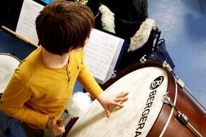 Eleve qui joue d'un instrument