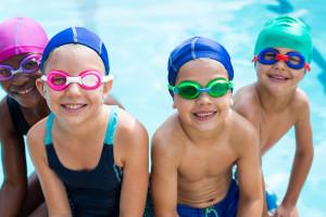 Enfants dans une piscine
